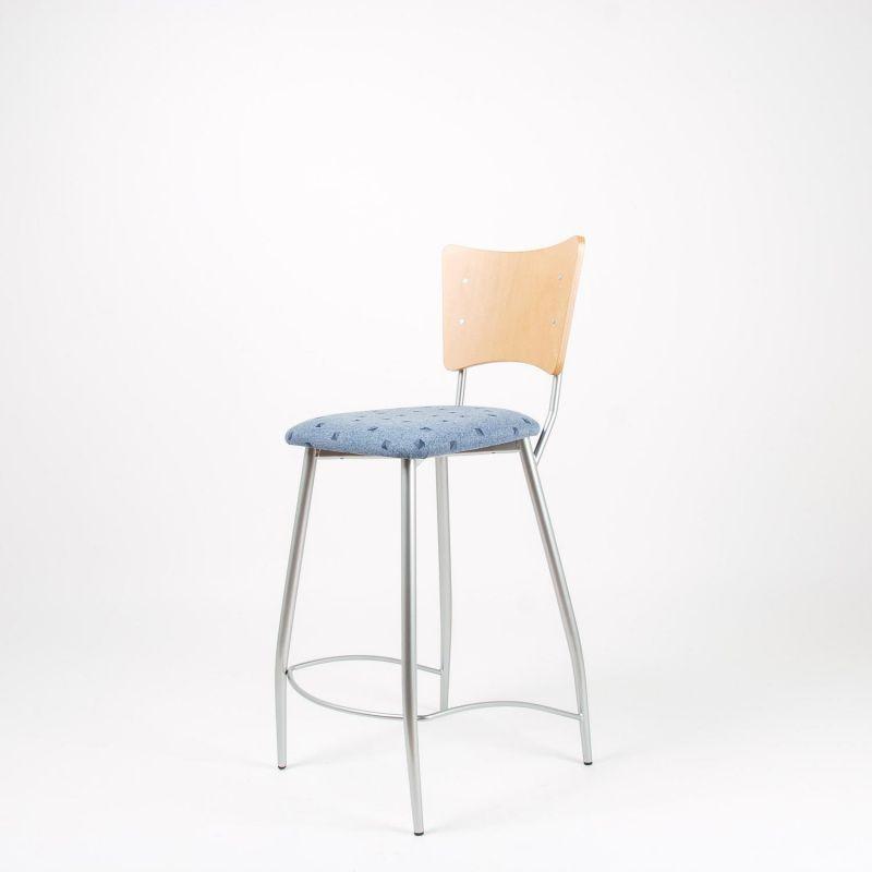barhocker mit gepolsterter sitzfl che. Black Bedroom Furniture Sets. Home Design Ideas