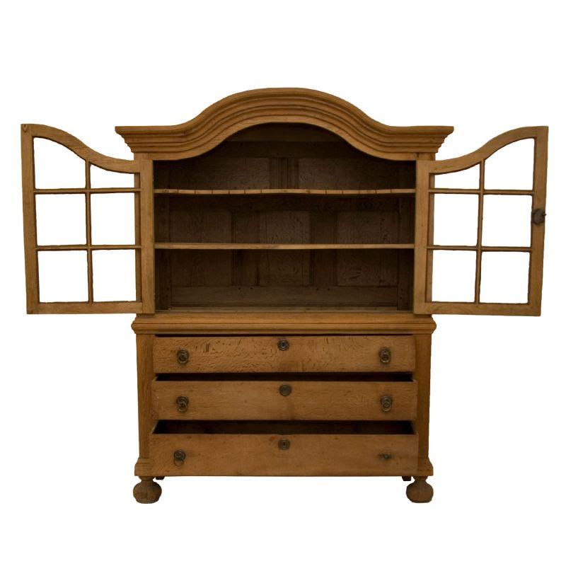 antiker vitrinenschrank eiche natur. Black Bedroom Furniture Sets. Home Design Ideas