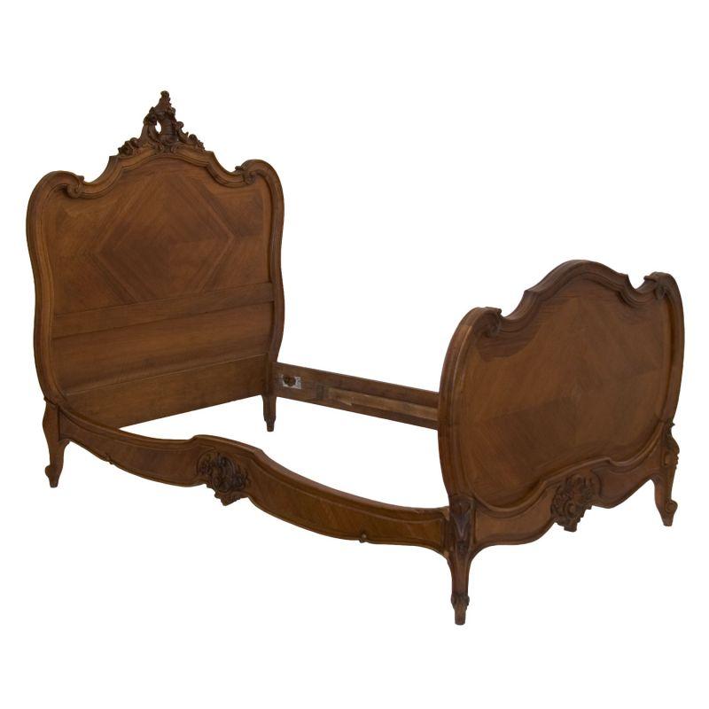 Fl misches einzelbett antik for Bett nussbaum