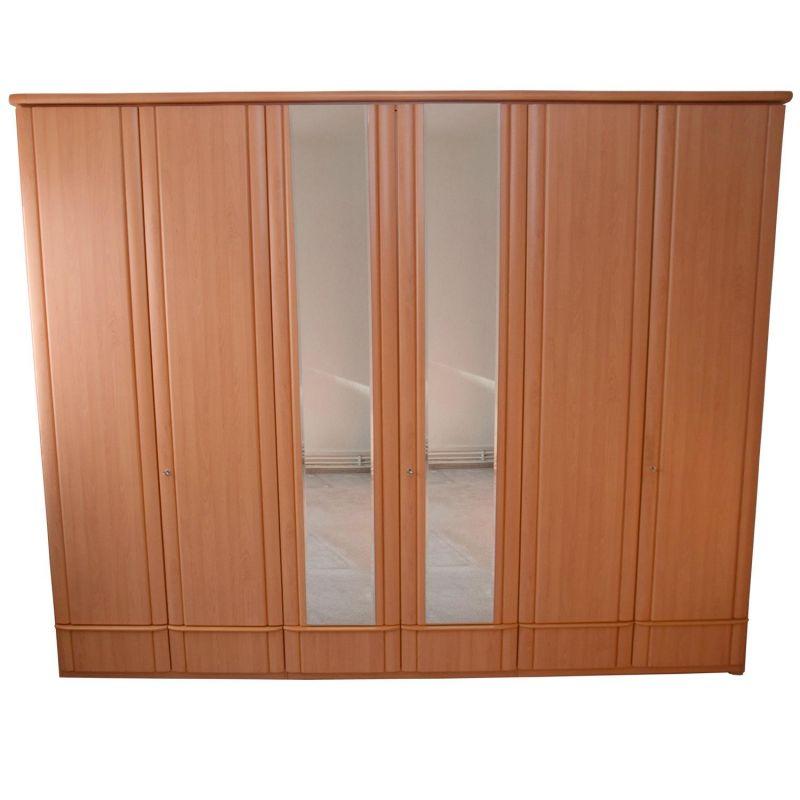 schlafzimmer kleiderschrank und doppelbett mit nachtkommoden buche. Black Bedroom Furniture Sets. Home Design Ideas